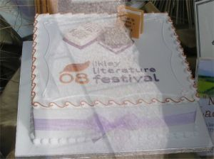 Photo of Ilkley Literature Festival cake in shop window