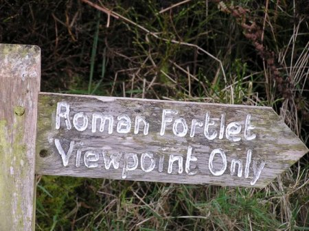 Signpost to Roman Fortlet Viewpoint Only