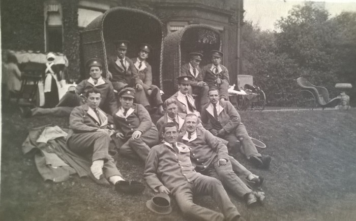 Photo of soldiers outside First World War hospital