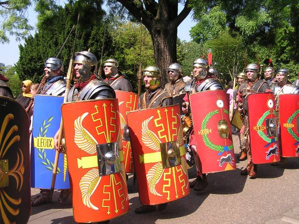 Roman soldiers march in Museum Gardens York