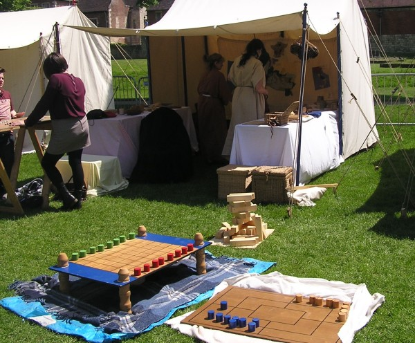 Not all Roman games are violent.