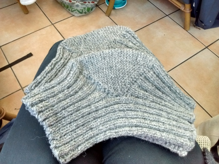Grey knitted knee-warmers