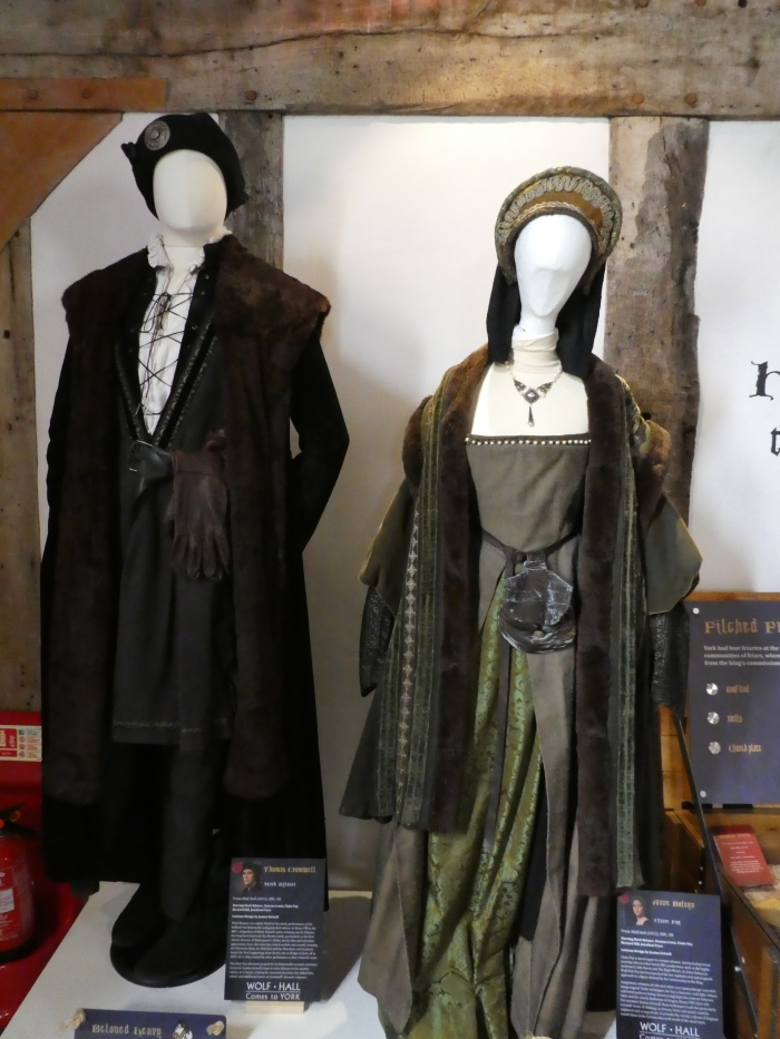 Man's and woman's outfits, 16th century