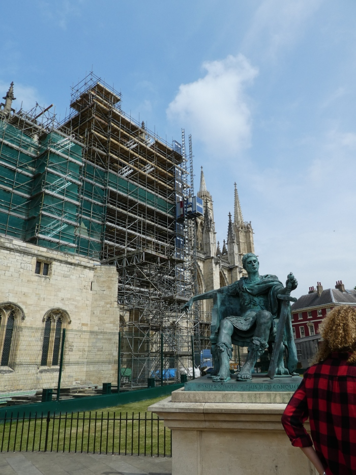 Statue of Constantine apparently pointing at the scaffolding